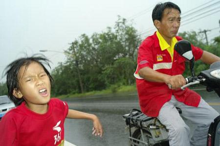 8岁女孩从三亚长跑50余天抵京(组图)