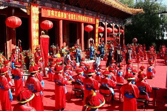 ...吉林文庙举行祭孔大典(1)   9月28日拍摄的吉林文庙祭孔大典...