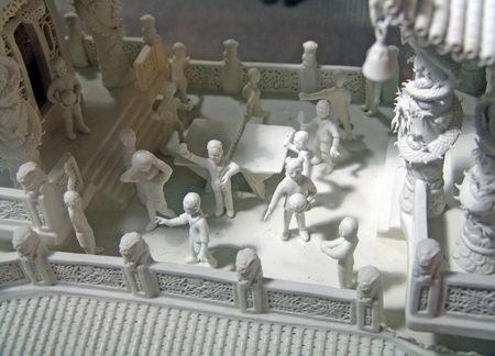 组图 世界最大瓷雕龙船迎奥运