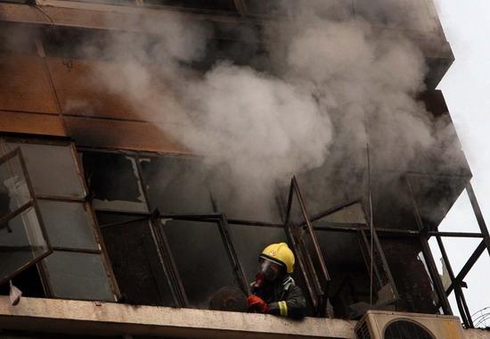 图文:新街大院13层楼发生火灾