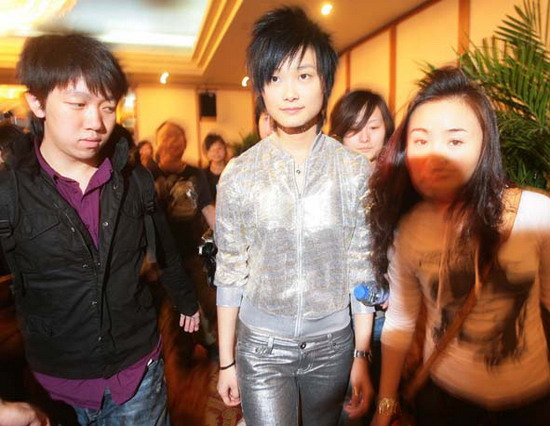 组图:李宇春到南京宣传全国巡回演唱会