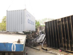 货车甩出集装箱砸死5名行人(组图)