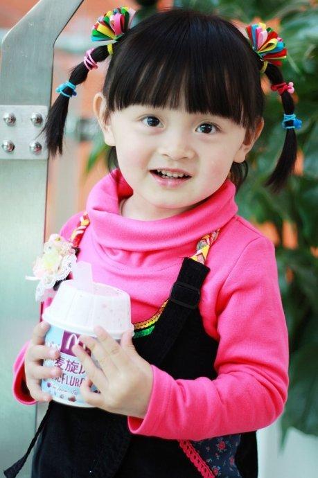 在网上看到的可爱小姑娘.真漂亮.很喜欢这个小精灵
