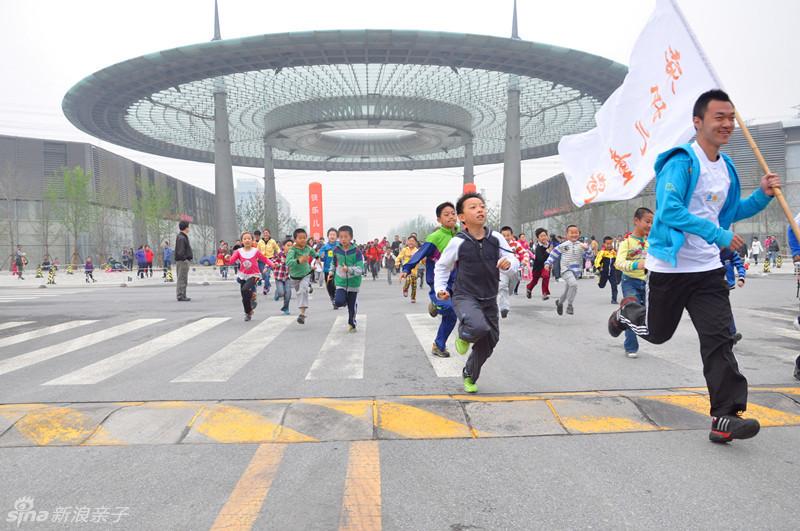 幼儿跑步-儿童跑是一项以3至12岁儿童为参与主体的路跑项目,目的是让孩子们