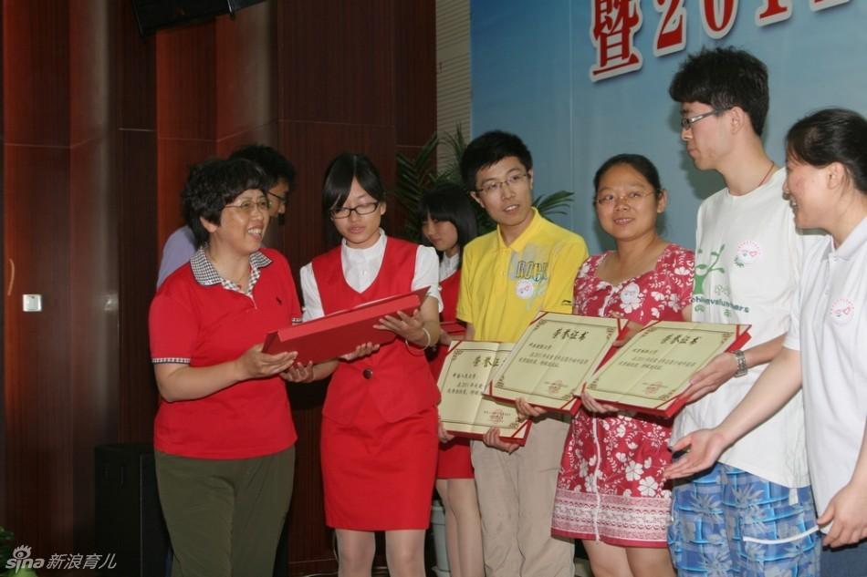 在全国关爱女孩行动全面实施的大背景下,适逢中国青年志愿者蓬勃