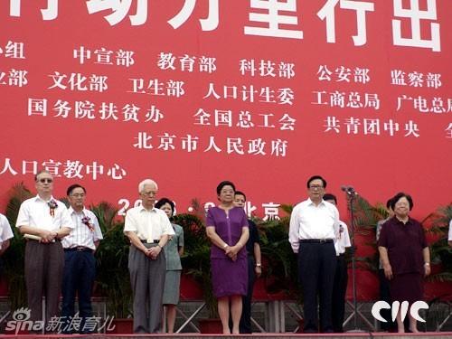 在全国关爱女孩行动全面实施的大背景下,适逢中国青年志愿者蓬勃图片