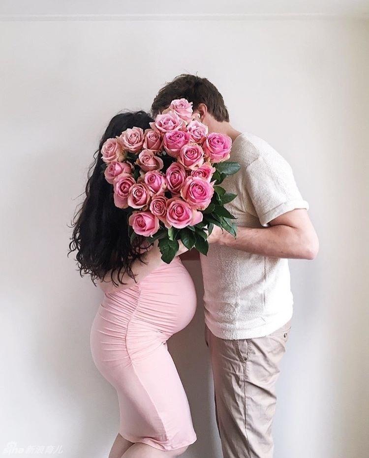 孕妈拍照记录小生命成长