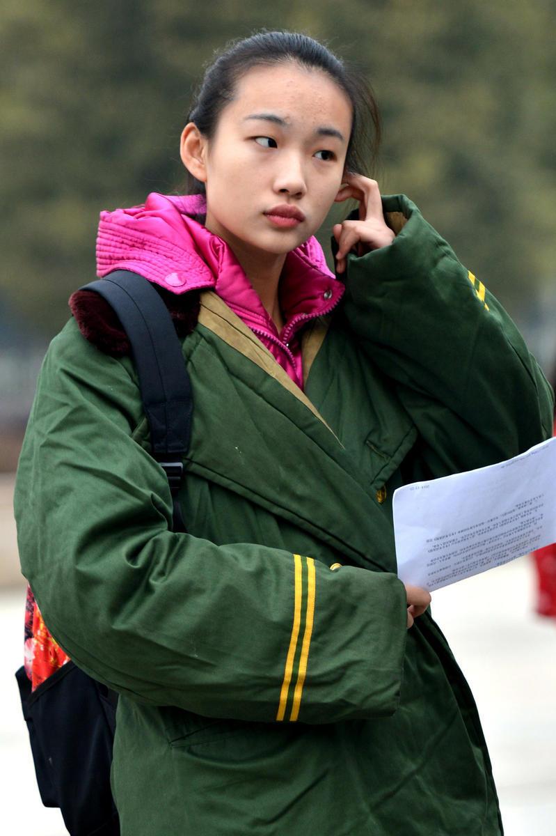 """(服装表演专业)""""在武汉纺织大学开考.在接下来三天的考试中,"""