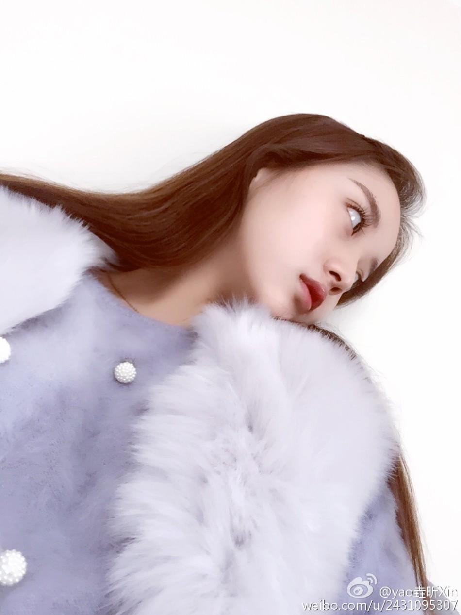 18岁中戏校花  wbr>民间女神刘垚昕海量写真