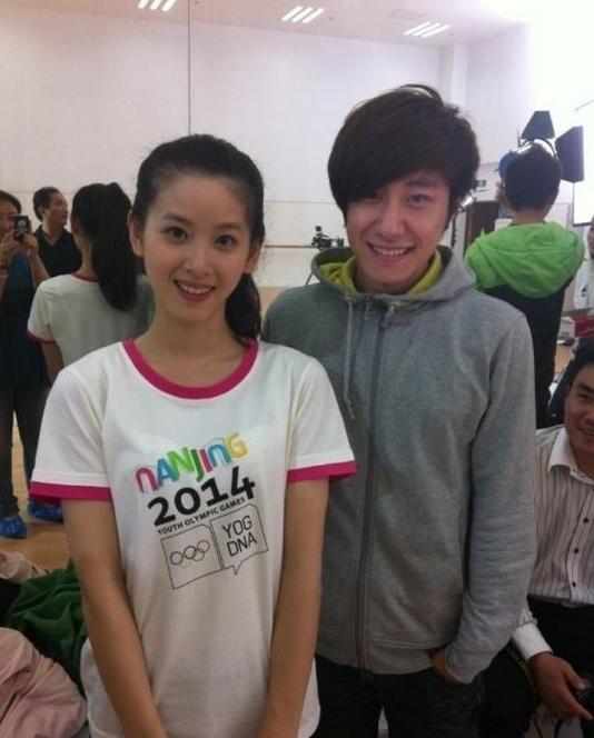 清华奶茶妹_2015年7月,奶茶妹妹章泽天从清华大学毕业.