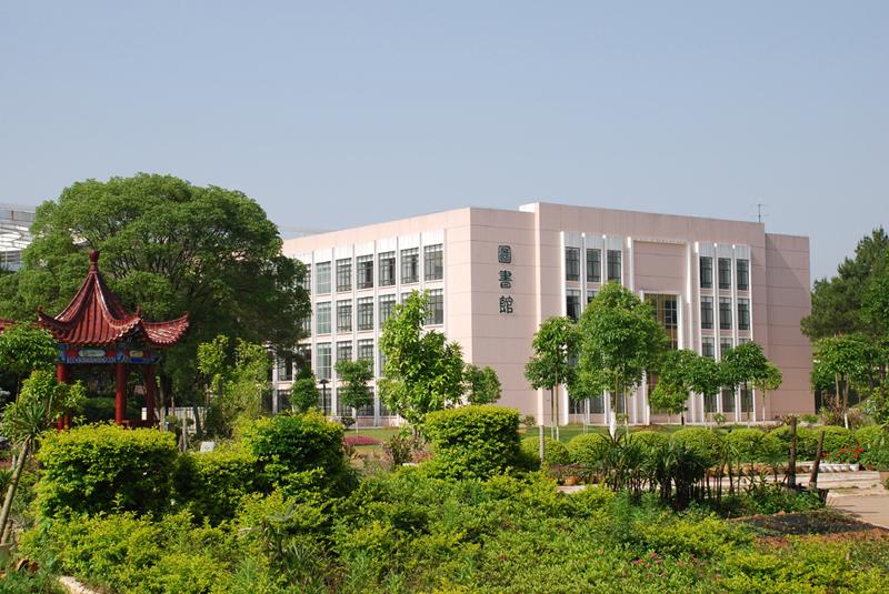 具有硕士学位授予权.学校创办于1958年6月,时为赣南师范专科学