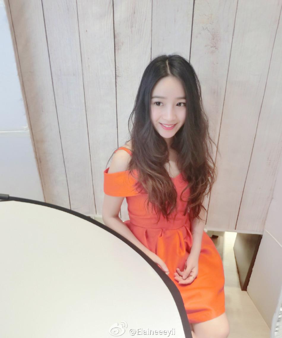 清新纯美的她酷似猫扑女神ayawawa.