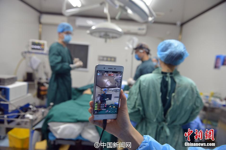 的一家美容整形医院,准备接受全鼻整形和面部脂肪填充手术,她的