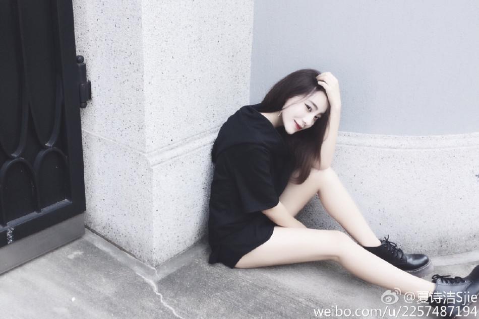 sjie在微博晒出欧美范儿写真