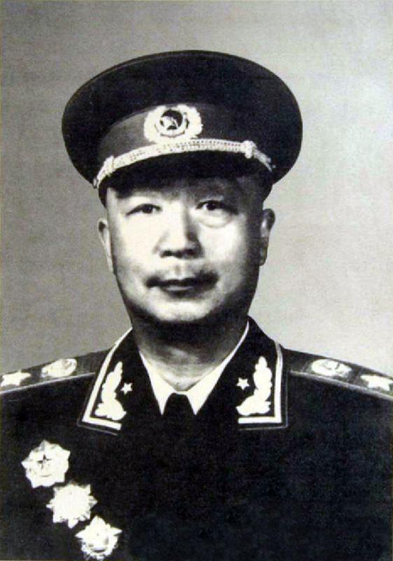 聂荣臻,四川江津人.抗战时期,与林彪共同指挥所部进行了平型关