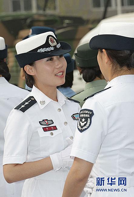 月26日,全军07式预备役军服换装仪式上穿着海军预备役部队夏装的图片