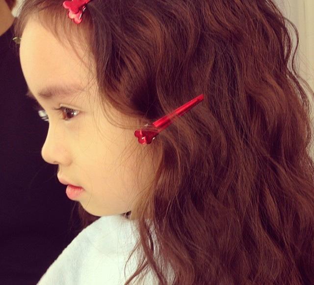 韩国小萝莉走红 粉嫩肌肤嘟嘟唇图片