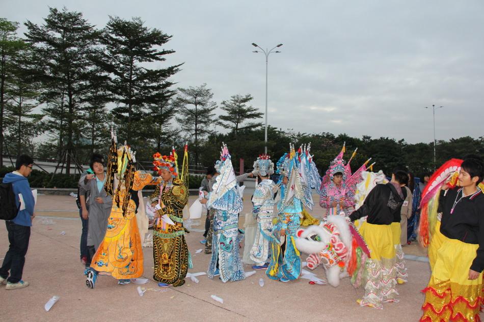 首届广州马拉松现场 全民开跑