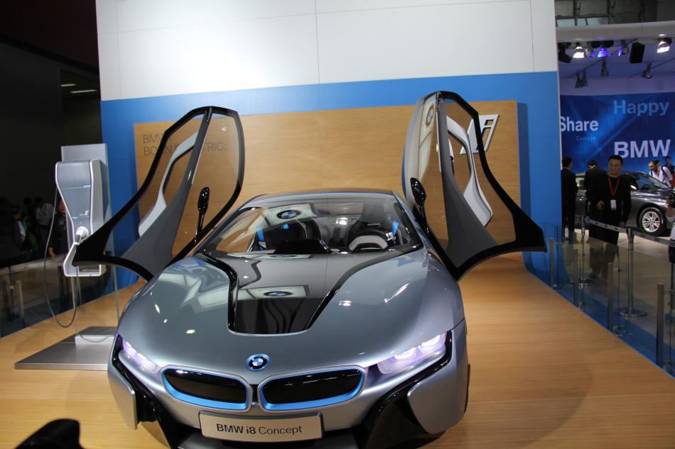 宝马推出纯电动BMW i3概念车和插电式混合动力BMW i8概念车.i8高清图片
