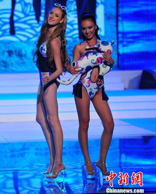 8月6日,2013第三届中国泳装设计大赛决赛在辽宁葫芦岛举行.-中国图片
