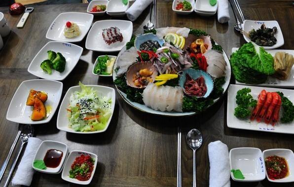 各地的美食,因地域而不同.比如在釜山,所谓