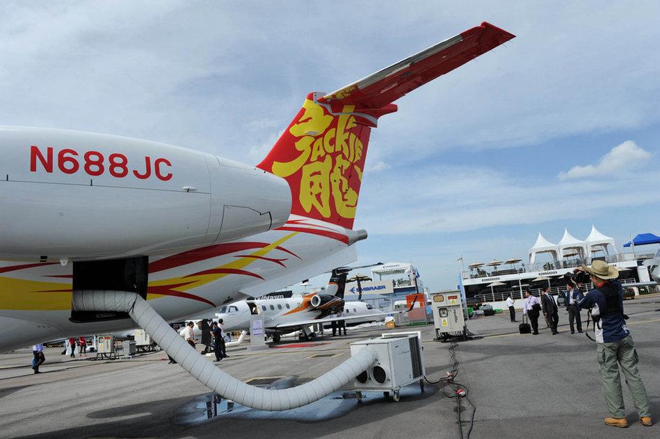 航展,国际巨星成龙购买的Legacy650款型私人飞机,机内空间首次
