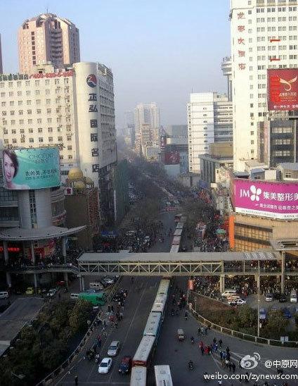 郑州今早北环陈寨被堵爆 竖