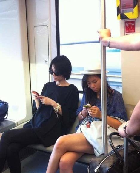 明星挤地铁照曝光 王菲都曾搭地铁