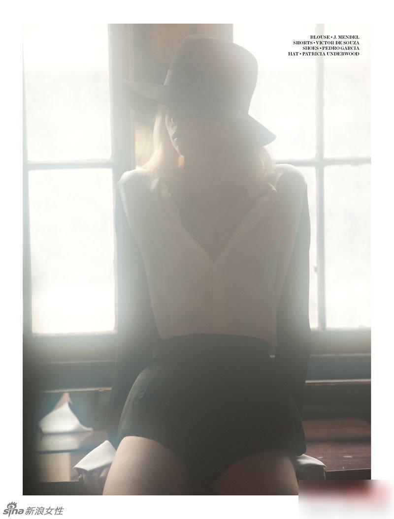 11岁小萝莉光光发育-暧昧灯光下萝莉嫩模白色蕾丝内衣诱惑大片图片