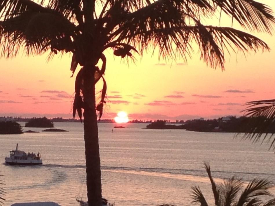 船只失踪事件,百慕大群岛事实上是一个有着迷人海景的地方——夕