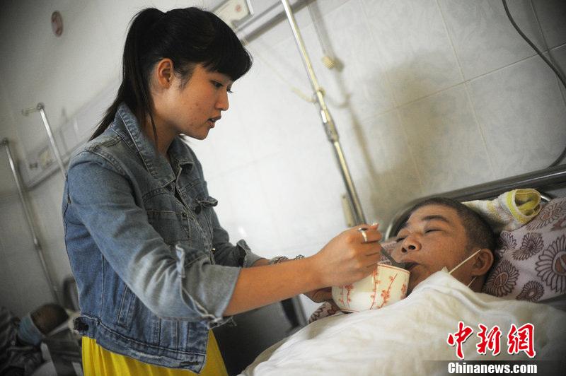 20岁少女微博征婚救父 称支付手术费愿与其结婚