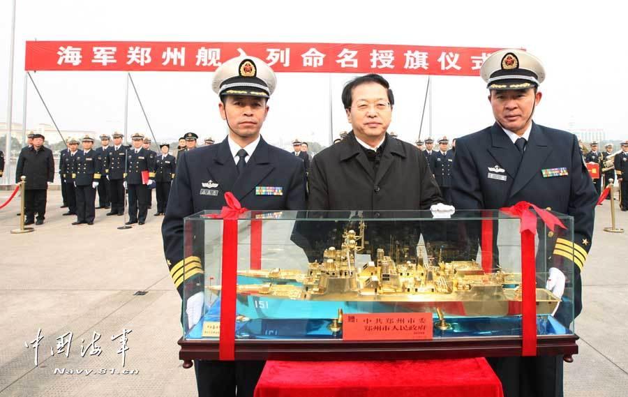 新型导弹驱逐舰郑州舰入列东海舰队图片