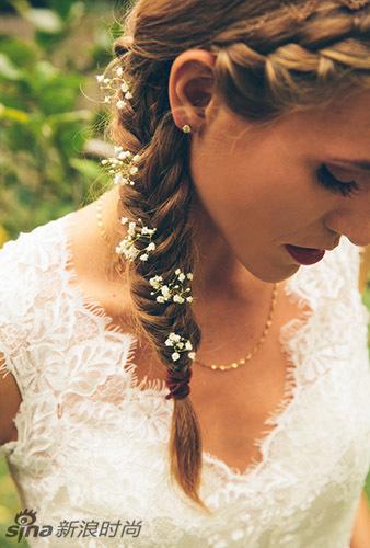想要与众不用,不如选择一款清新脱俗的新娘编发造型吧!一款具有图片