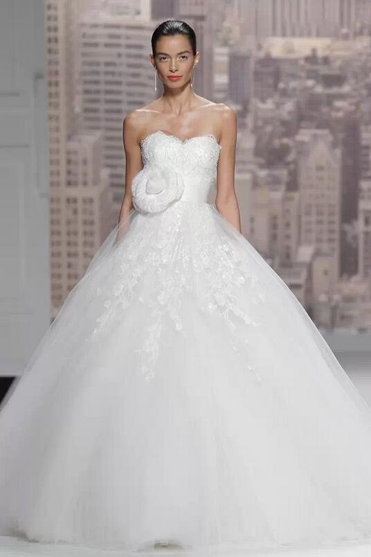 云集了几十个婚纱大牌的巴赛罗纳婚纱周浩浩荡荡地结束了,编辑这就