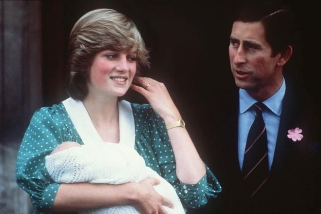 年6月22日,戴安娜王妃和查尔斯王子带着他们的儿子威廉王子离开