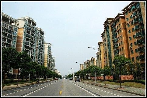 经过十几年的发展,形成了规模,据统计,这个社区的居住人口60%