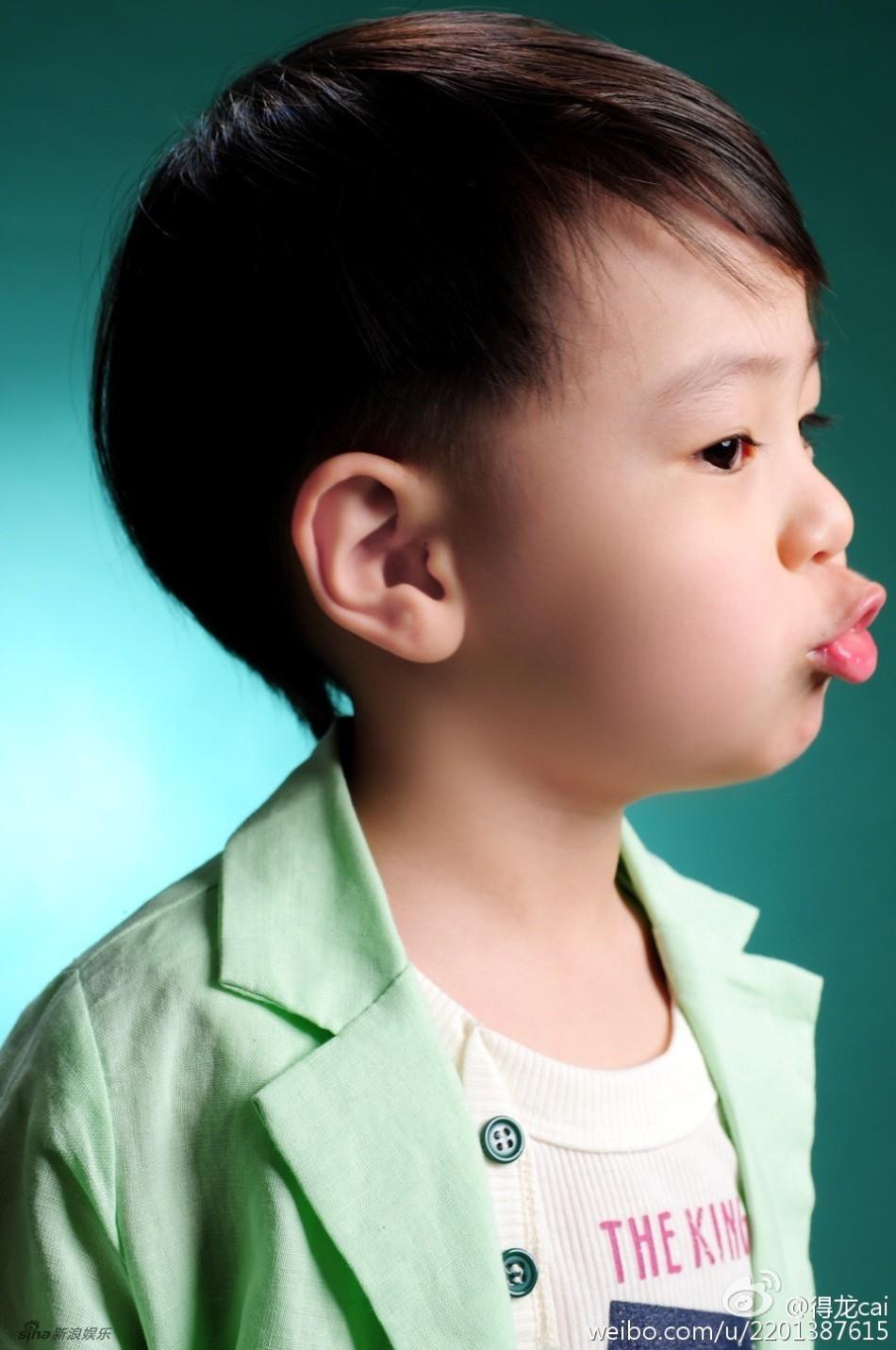 蔡国庆5岁儿子曝光 容貌清秀可爱长相像父亲