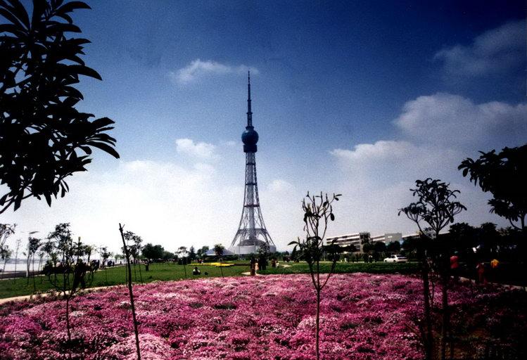 位于洛阳市的城市中轴线上,塔高293米,鸟瞰洛浦美景及洛阳市区