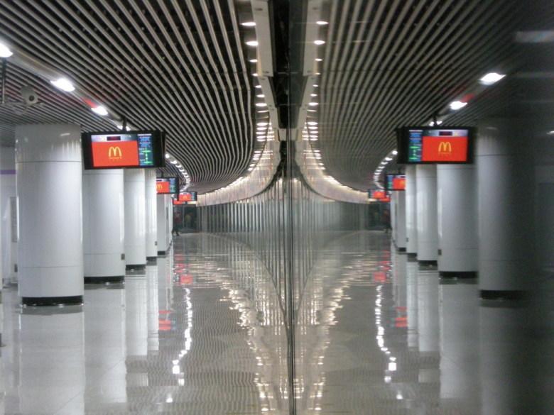 地铁岛式站台