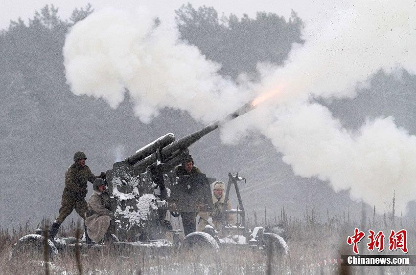 乌克兰重现二战苏德激战情景图片