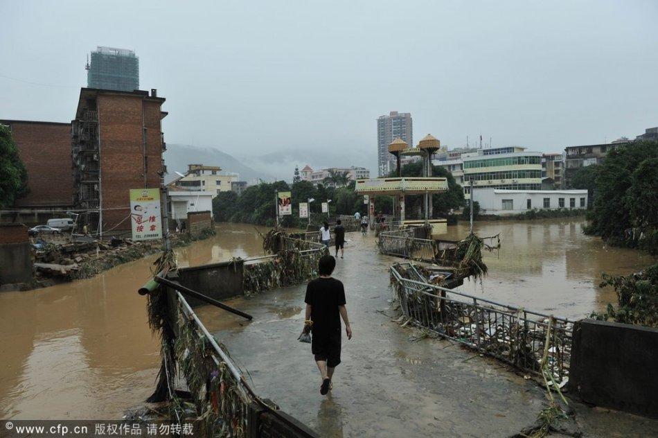 9月1日,福建莆田市气象台发布暴雨红色警报.当日,受热带低压环