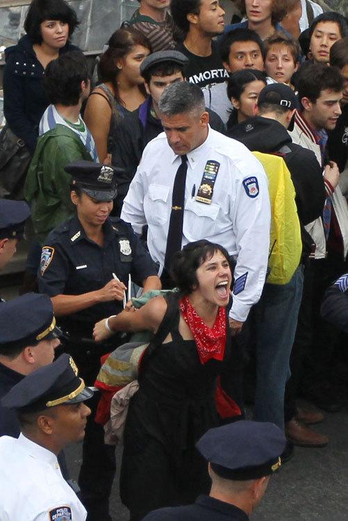 反華爾街示威蔓延至美國多個城市 警察用橙色網抓人(組圖)
