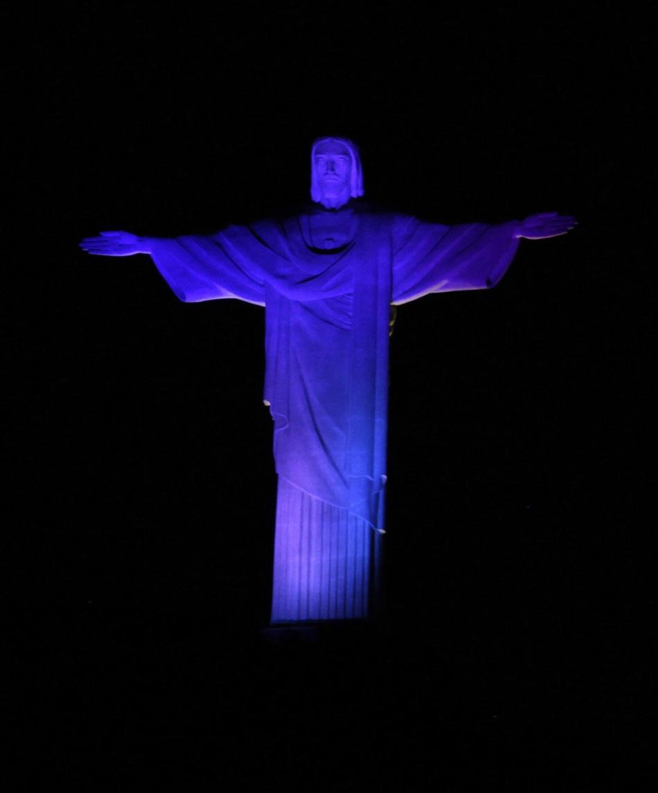 巴西里约基督雕像点亮迎接世界青年日图片