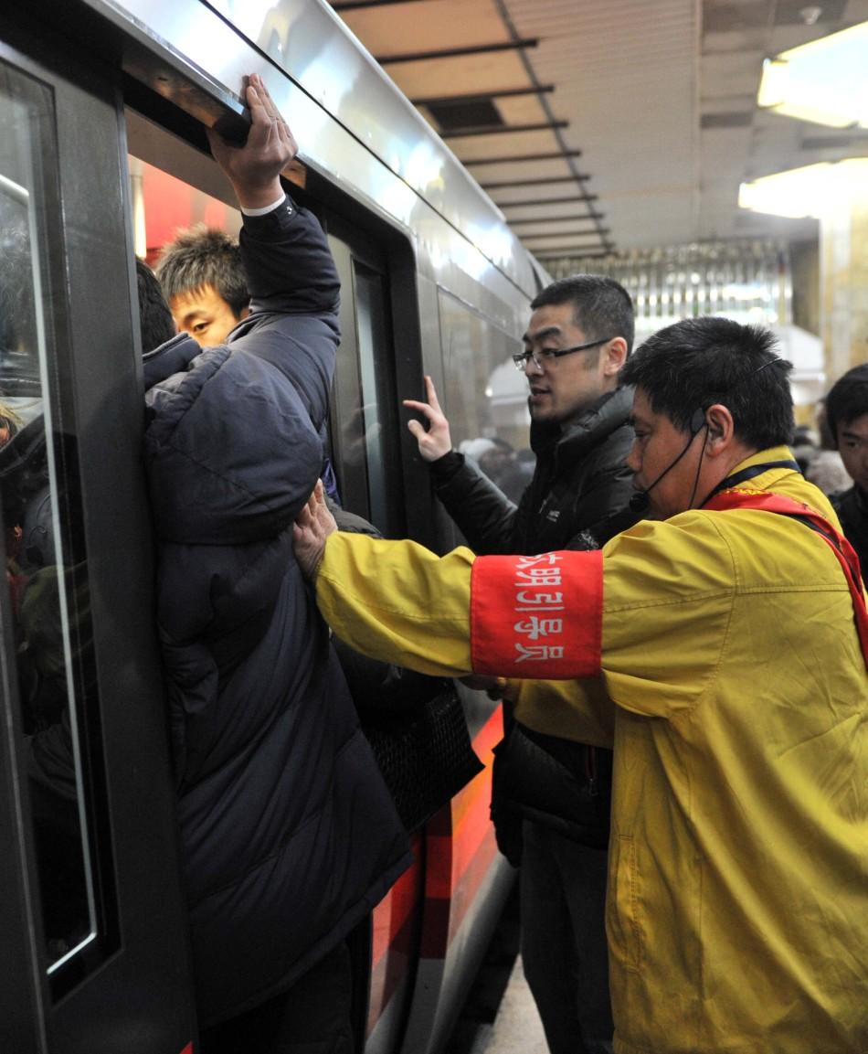 记者体验北京公交地铁人潮高峰