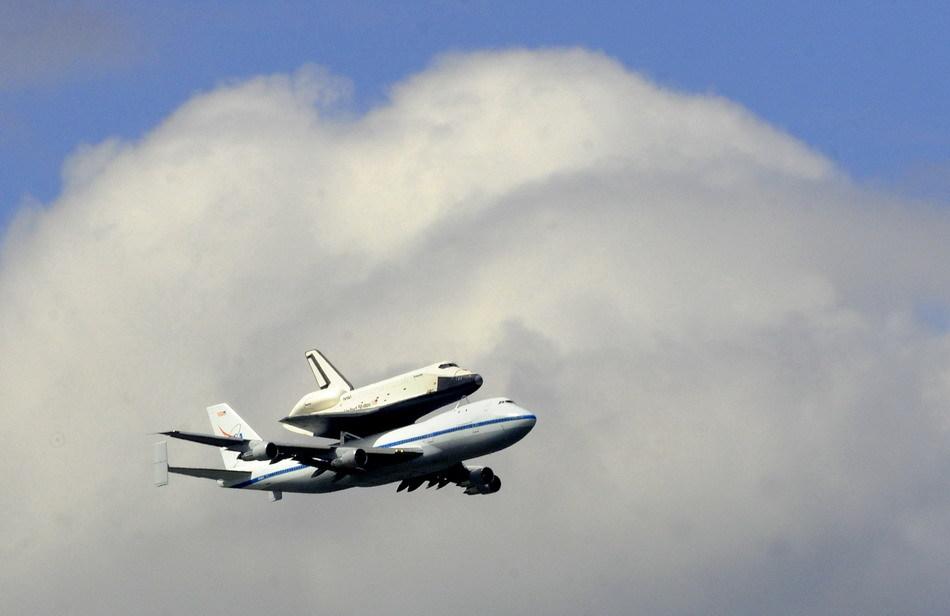 美国企业号航天飞机最后一次空中亮相