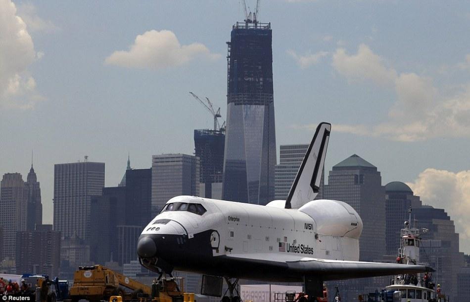 美国企业号航天飞机落户航空母舰