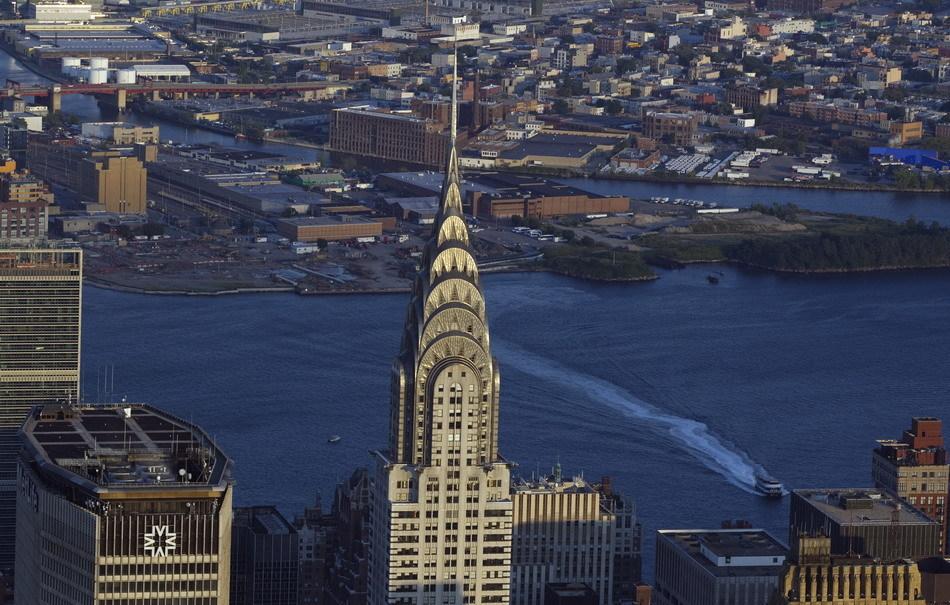 高319米的克莱斯勒大厦位于纽约曼哈顿东部,在1931年帝国大厦完工