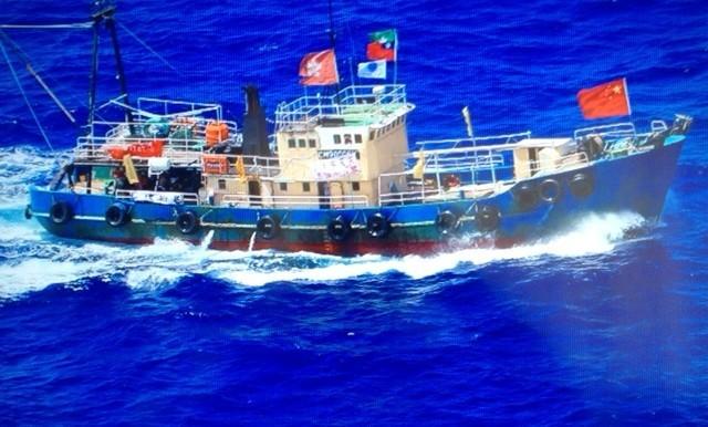 道,载有14名保钓人士的香港保钓船刚刚抵达钓鱼岛,保钓人士登岛图片