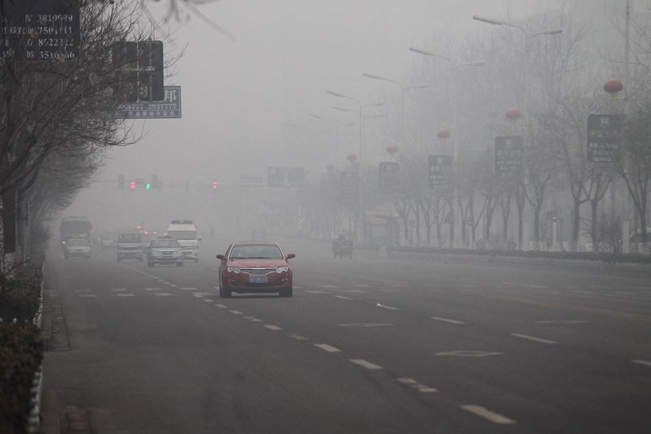 河北省秦皇岛市出现大雾天气