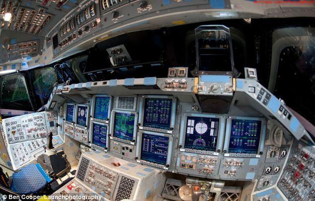 摄影师揭秘美国航天飞机驾驶舱内部